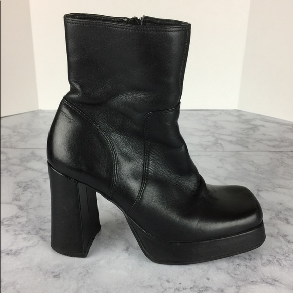 985f35949c1 Vintage 90 s Steve Madden Chunky Shelly Boots SZ 6.  M 5a70c20fa825a67d9135608f
